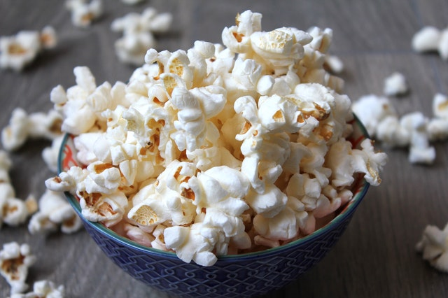 Air-popped popcorn - healthy snacks for runners